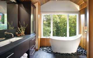 Как обустроить ванную с окном