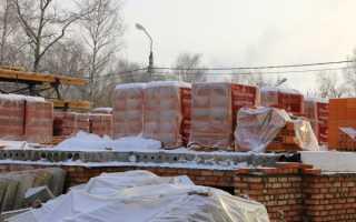 Кирпичная кладка зимой: правила и особенности
