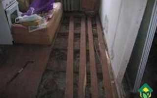 Демонтаж деревянного пола кухни