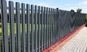 Как и чем покрасить металлический забор