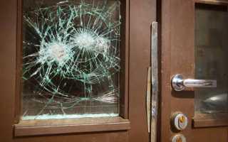 Замена стекла в межкомнатной двери: куда идти и что делать