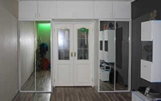 Шкафы купе вокруг дверного проема