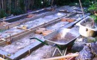 Строительство фундамента под теплицу: как можно сделать крепкое основание