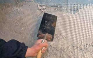 Чем зашпаклевать или оштукатурить стену перед укладкой плитки на стену: подготовка поверхности под кафель своими руками и допустимые неровности