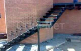 Уличные металлические лестницы