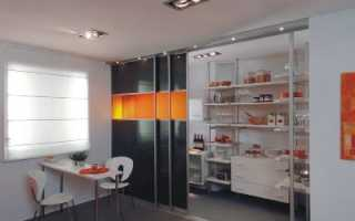 Шкаф-купе на кухне; ответ традиционному стилю