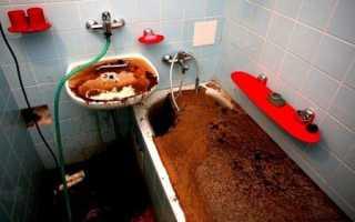 Несколько традиционных способов, как устранить засоры в ванной