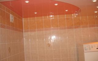 Делаем навесной потолок в ванной своими руками (10 фото)