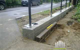 Столбы для забора лучше бетонировать или забивать
